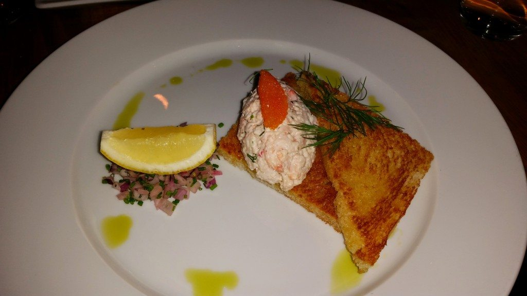 Toast skagen (prawns in dill mayonnaise on toast with roe)